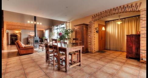 Maison T6+ Bouhet France 276 m carré - 299 500€