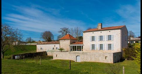 Maison T6+ Beurlay France 473 m carré - 595 000€